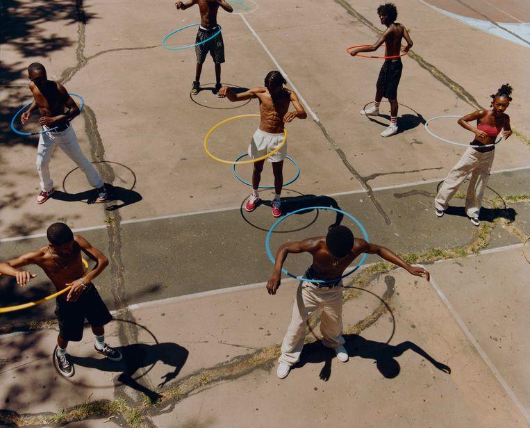 Untitled (Group Hula Hoop) uit 2019.  Beeld Tyler Mitchell