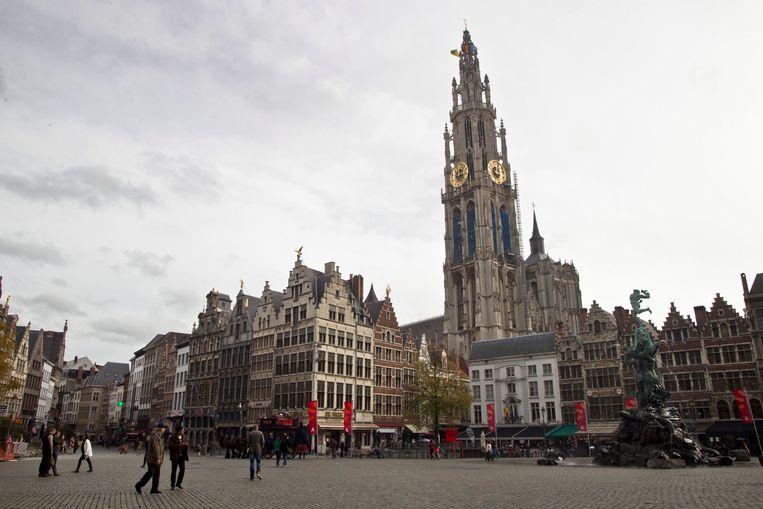 De Grote Markt van Antwerpen met zicht op de kathedraal.