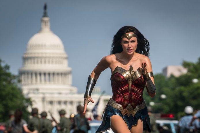 Scene uit de film Wonder Woman 1984 met Gal Gadot.