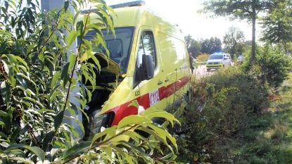Bange bestuurder ramt ambulance