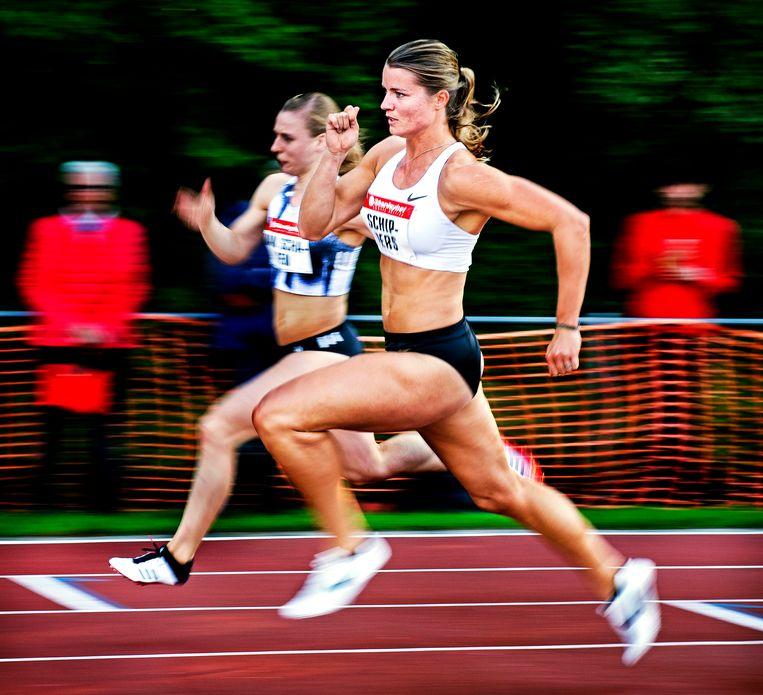 Dafne Schippers loopt zaterdag in het Vlaamse Oordegem de 200 meter. Ze haalt op deze afstand de WK-limiet. Schippers: 'Het is altijd lekker als dat alvast in de pocket zit.' Beeld Klaas Jan van der Weij