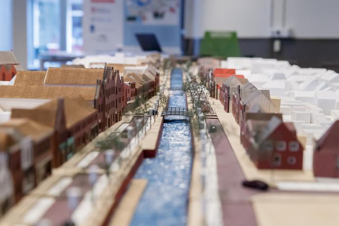 De maquette van het nieuwe centrum van Zevenbergen, met als belangrijk element het water dat weer door de nieuwe haven gaat stromen.