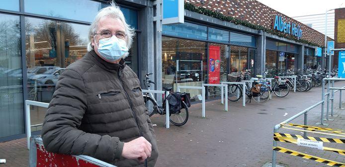 """Tot middernacht boodschappen doen in Deventer? Zeventiger Harrie Wagenvoort gaat er 'met corona 's avonds sowieso niet op uit'. ,,Tegelijk: als mensen dit willen: prima."""""""
