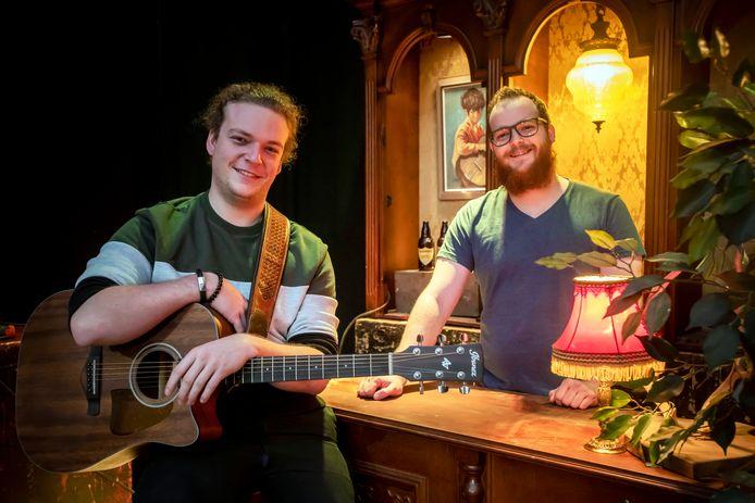 Matthijs Wijnhoven (links) en zijn oudere broer Vincent roepen zaterdag in The Box 'The year of folk' uit