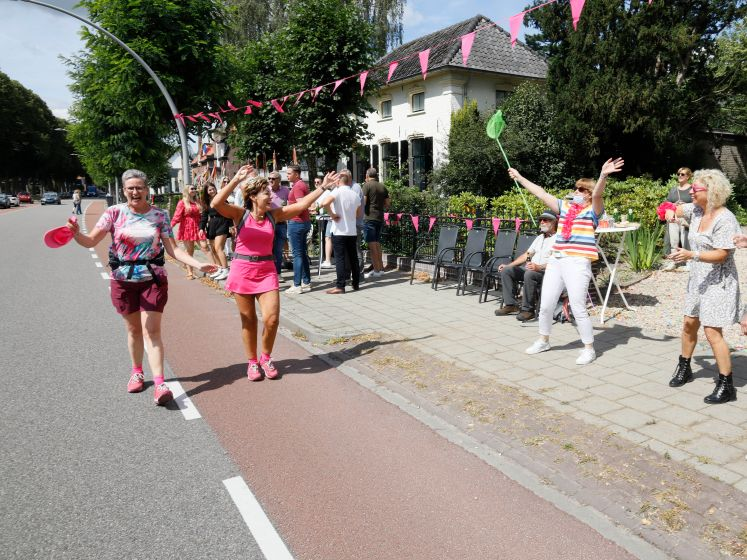 Toch gewoon Vierdaagsefeest in Wijchen op Roze Woensdag: 'We wilden de traditie niet verbreken'