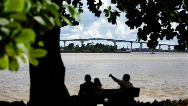 De Jules Wijdenboschbrug in Suriname, gebouwd door Ballast Nedam Beeld anp
