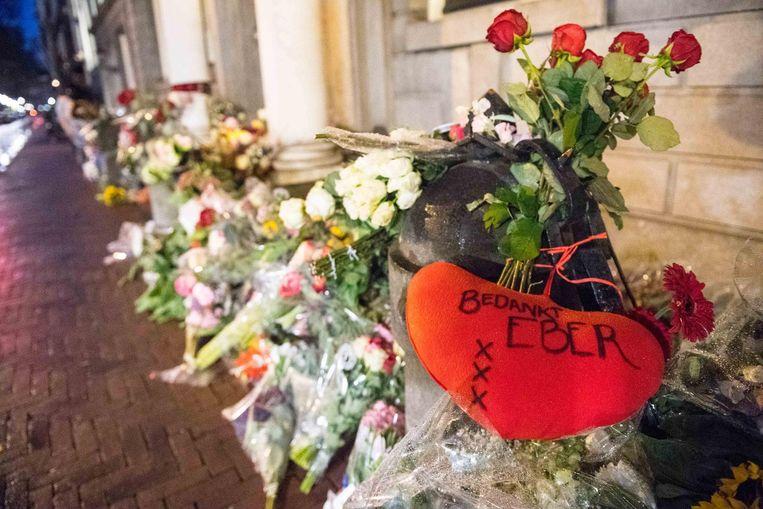 Bloemen bij de ambtswoning van Van der Laan. Beeld ANP