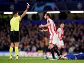 Ajax scoort en incasseert veel, zowel goals als kaarten