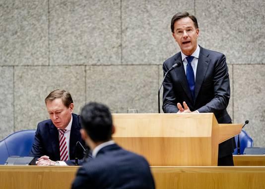 Minister Bruno Bruins voor Medische Zorg en Sport en premier Mark Rutte