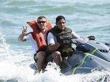 Extreemrechtse website ziet Podolski aan voor bootvluchteling