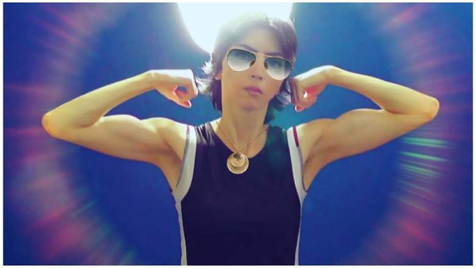 Nasim Aghdam omschrijft zichzelf als 'vegan bodybuildster'. Volgens haar vader was zij boos op YouTube en doodde ze uit wraak.