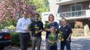 Bewoners serviceflats en zorgcentrum krijgen paasbloem van Jong Open Vld Schilde