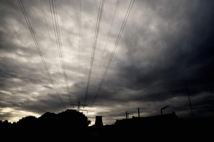 De bovengrondse kabels spelen nu nog een bepalende rol in het zicht op Geertruidenberg.
