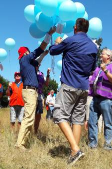 Snacks, ballonnen en protestlied tijdens staking bij Vitens in Zwolle