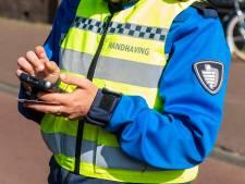 Man aangehouden voor vernieling auto handhaver