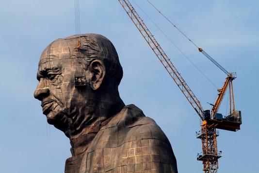 Bijna 4000 arbeiders werden ingezet voor de constructie van het standbeeld.