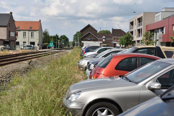 Aan het station van ZIngem geraak je nog amper je auto kwijt.