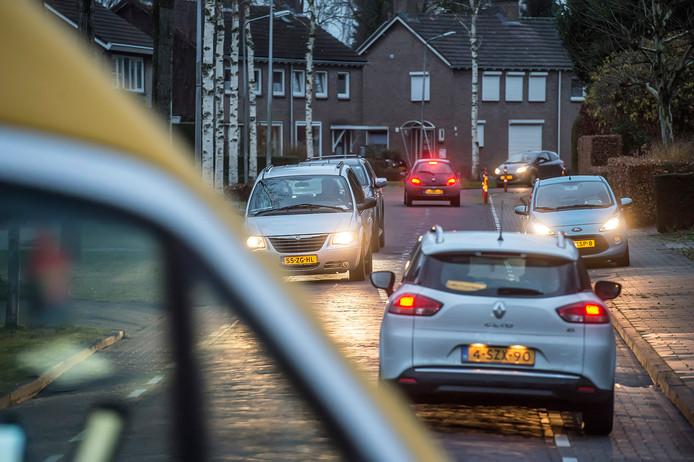 Het noordelijk deel van de Burgemeester Manderslaan kampt met toename verkeer sinds de Molenstraat is afgesloten. Maatregelen zijn beloofd, maar laten nog even op zich wachten