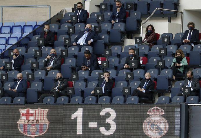Bartomeu centraal op de eerste rij tijdens de Clásico in Camp Nou afgelopen zaterdag.