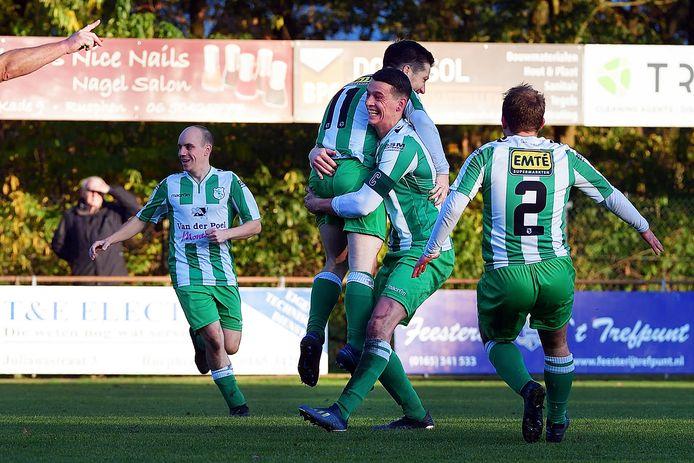 Coen Michielsen (rugnummer 11) heeft ODIO op 0-1 gezet in Rucphen.