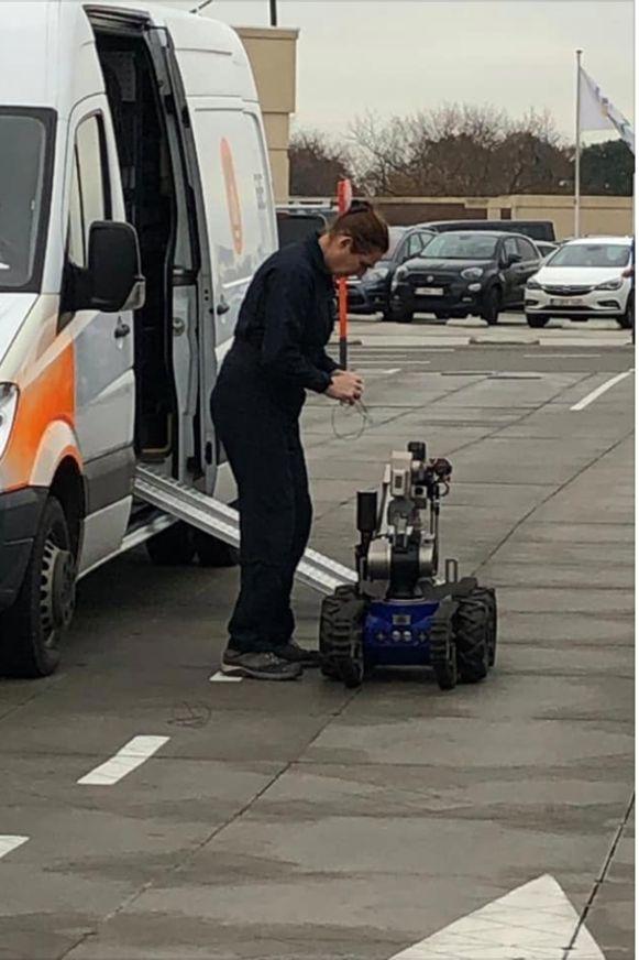 Met behulp van een robot werd het verdachte pakketje onderzocht