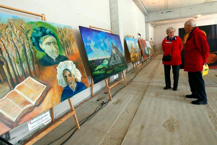 Nog eenmaal traag slenteren langs negentig meter werk geïnspireerd door  Van Gogh.