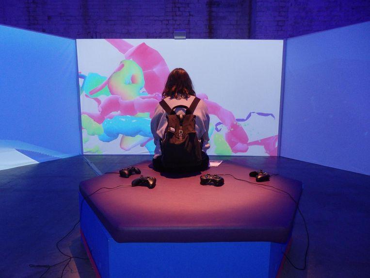 En? Hoe bevalt het gamen in de toekomst? Robin van Westen (Waag Society): 'Ik vind dit meer een kunstzinnig experiment.' Beeld Schuim