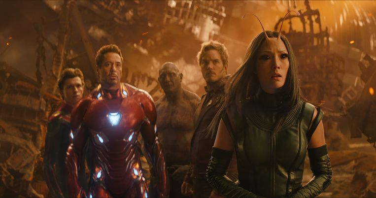 Van links naar rechts: Spider-Man/Peter Parker (Tom Holland), Iron Man/Tony Stark (Robert Downey Jr.), Drax (Dave Bautista), Star-Lord/Peter Quill (Chris Pratt) en Mantis (Pom Klementieff)