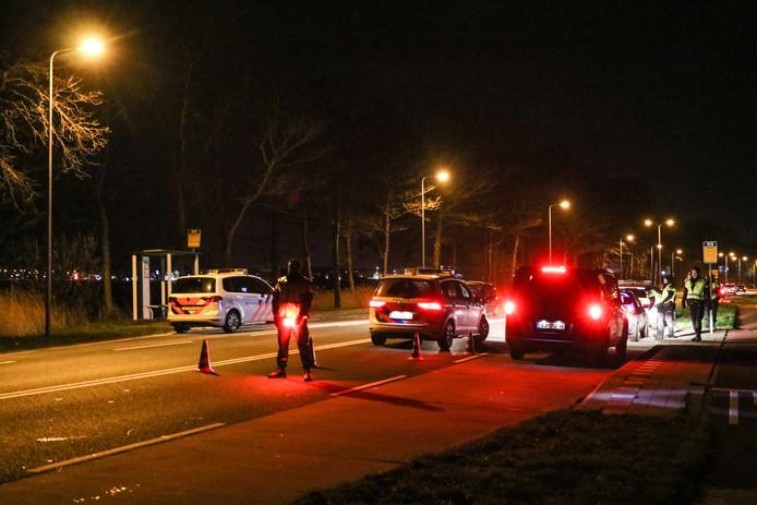 Uit voorzorg hield de politie woensdagavond automobilisten tegen op toegangswegen naar Urk. Zij werden staande gehouden en gevraagd naar rijbewijs en plaats van bestemming.