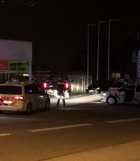 Politie houdt 5 mannen aan en vindt vuurwapen in Almelo