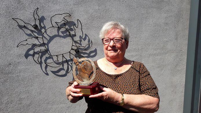 Bep Klaassen uit Hoogerheide zat zowel in haar woonplaats als in Bergen op Zoom vele jaren in het bestuur van de lokale bowlingclub. Nu is ze bestuurslid bij de Nationale Bowling Federatie. Haar grote inzet voor de sport leverde haar een lintje op.
