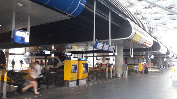 Het is deze maandagochtend bijzonder rustig op station Den Haag Centraal.