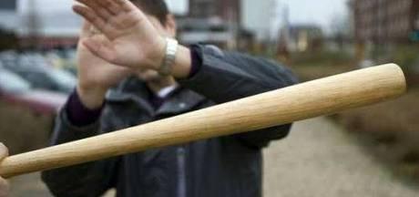 Man slaat automobilist met honkbalknuppel na aanrijding in Tilburg en krijgt zelf hartklachten