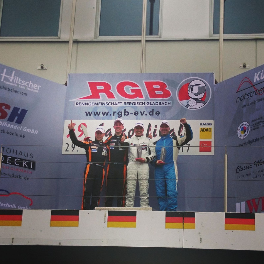 BS-Racing Team op het erepodium