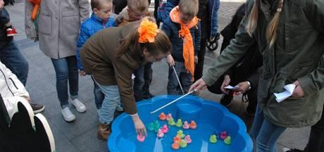 Kinderen druk in de weer tijdens Koningsdag in Oudheusden