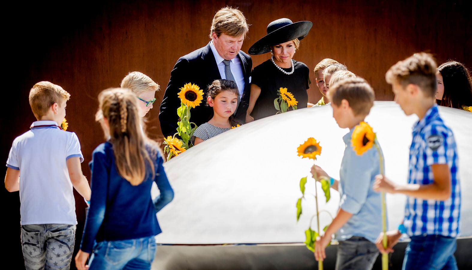 Koning Willem-Alexander en koningin Maxima tijdens de onthulling van het Nationaal Monument MH17