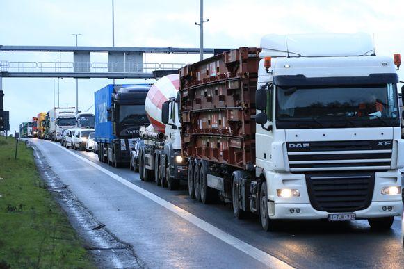 Het ongeval zorgde voor lange files op de wegen in en rond de Waaslandhaven.