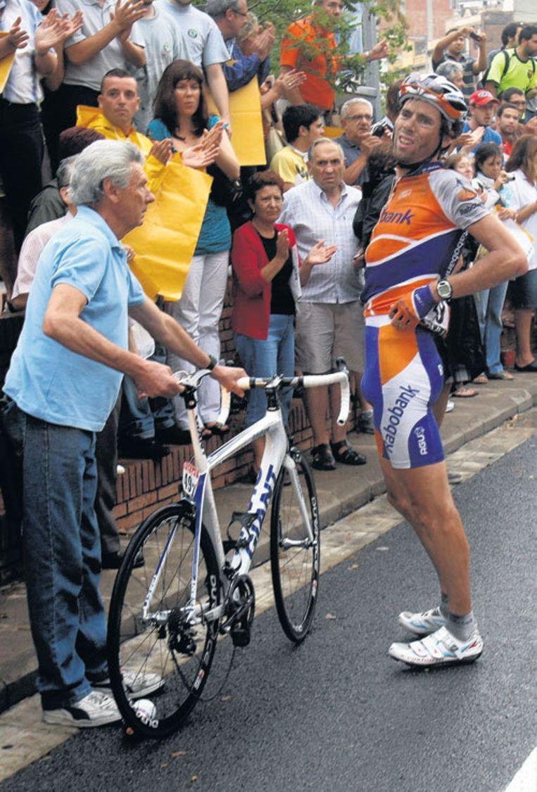 Laurens ten Dam kwam tussen Spanje en Frankrijk twee keer ten val. Foto AP Beeld