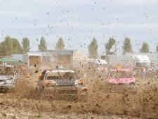 Waterballet aan modder op autocross Biervliet