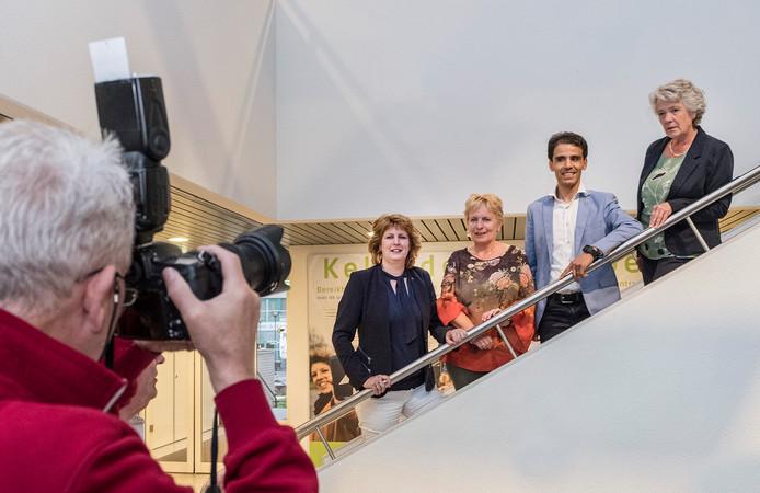 De wethouders van de nieuwe coalitie worden gefotografeerd door Henk Baron. Vlnr Sylvia Fleuren (CDA), Irma van de Scheur (GVP, Nelson Verheul (GroenLinks) en Annelies Visser (Polderbreed). Foto Theo Peeters