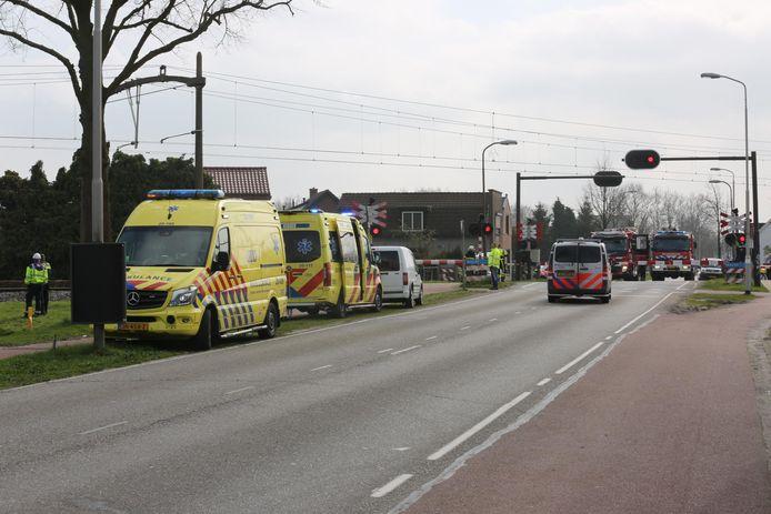 Een auto is geraakt door een trein in Roosendaal.