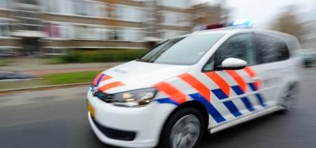 Wilde achtervolging in Soest: politie ramt auto en arresteert vluchtend tweetal