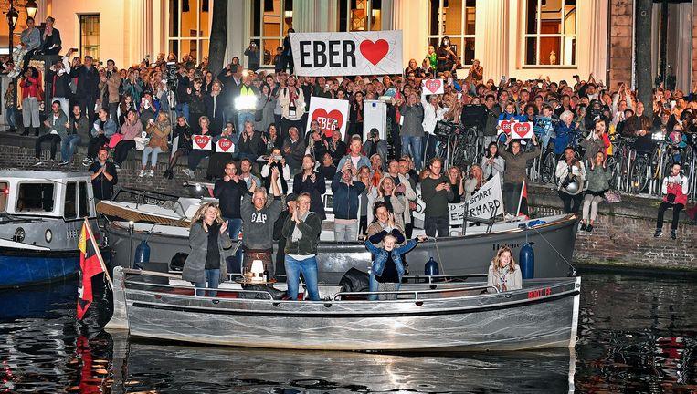 Amsterdammers applaudisseren voor Eberhard van der Laan Beeld Guus Dubbelman / Volkskrant