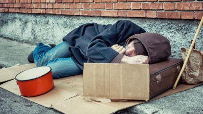 Jonge Belg (18) slaat dakloze in elkaar. Zijn moeder geeft hem aan bij politie