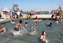 Tijdens de familiedag konden kinderen afkoelen in een zwembad.