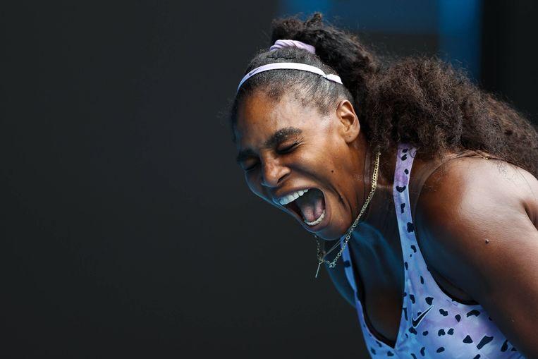Een gefrustreerde Serena Williams tijdens de wedstrijd tegen Qiang Wang.  Beeld BSR Agency