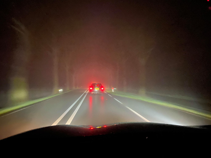 Mist op de weg tussen Deventer en Zwolle.