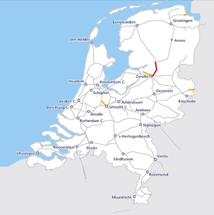 De problemen rond Zwolle in kaart. Rood = geen treinverkeer. Oranje = Mogelijk extra reistijd
