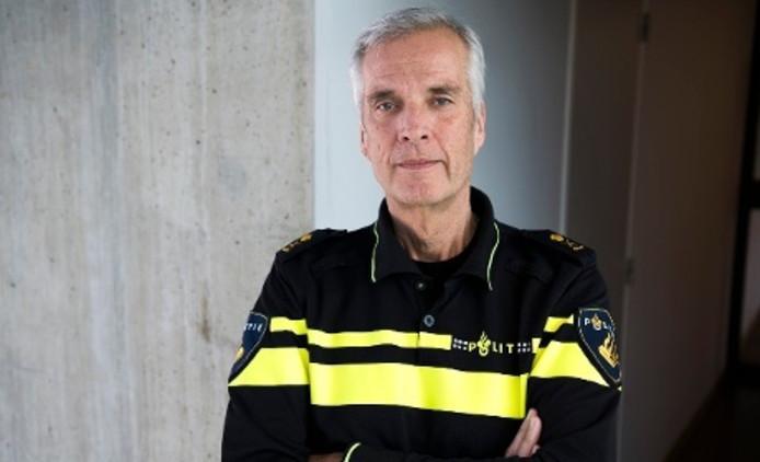 Politiechef van politie Oost-Brabant Frans Heeres stopt eind dit jaar. Hij was sinds augustus 2011 de baas van de politie in deze regio. Heeres gaat een landelijke functie binnen de politie vervullen.