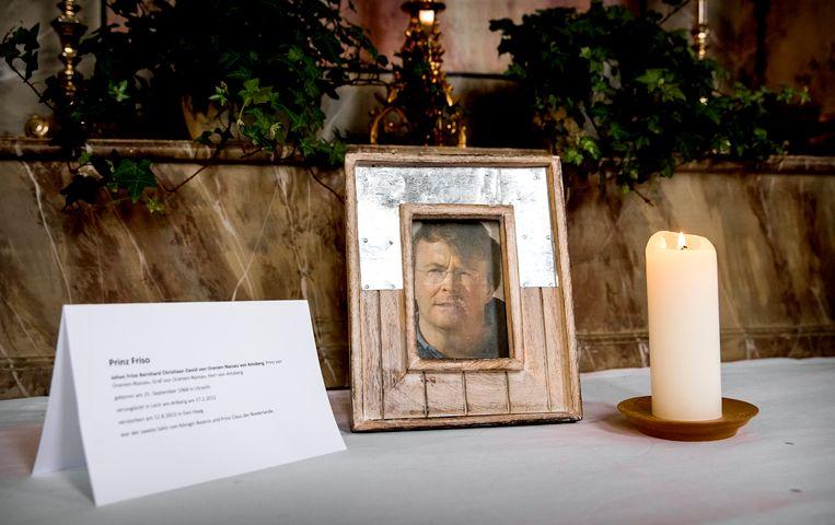 Een foto van prins Friso in de kerk in Lech. Dit jaar is het 5 jaar geleden dan prins Friso verongelukte.